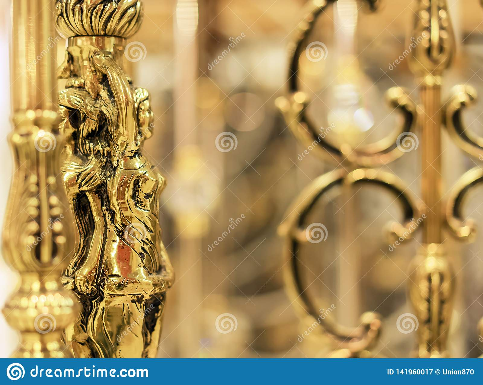 Statuetta dorata femminile, articolo da arredamento dell interno