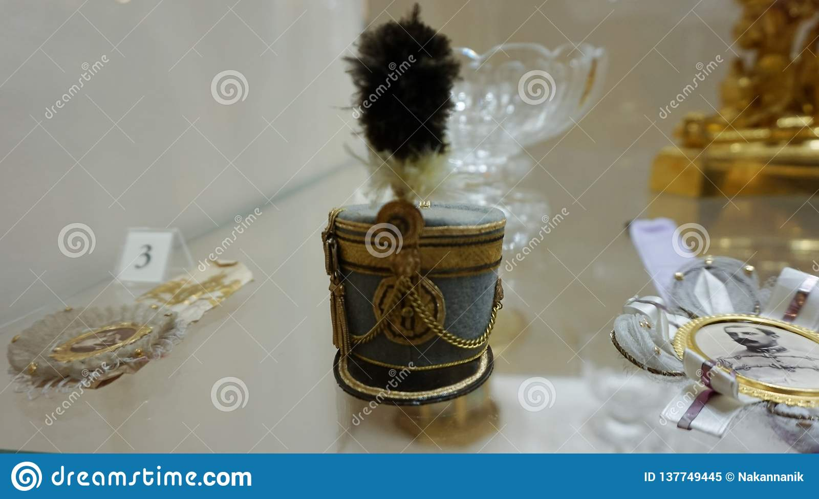 Statuette in the form of an army hat on the table.