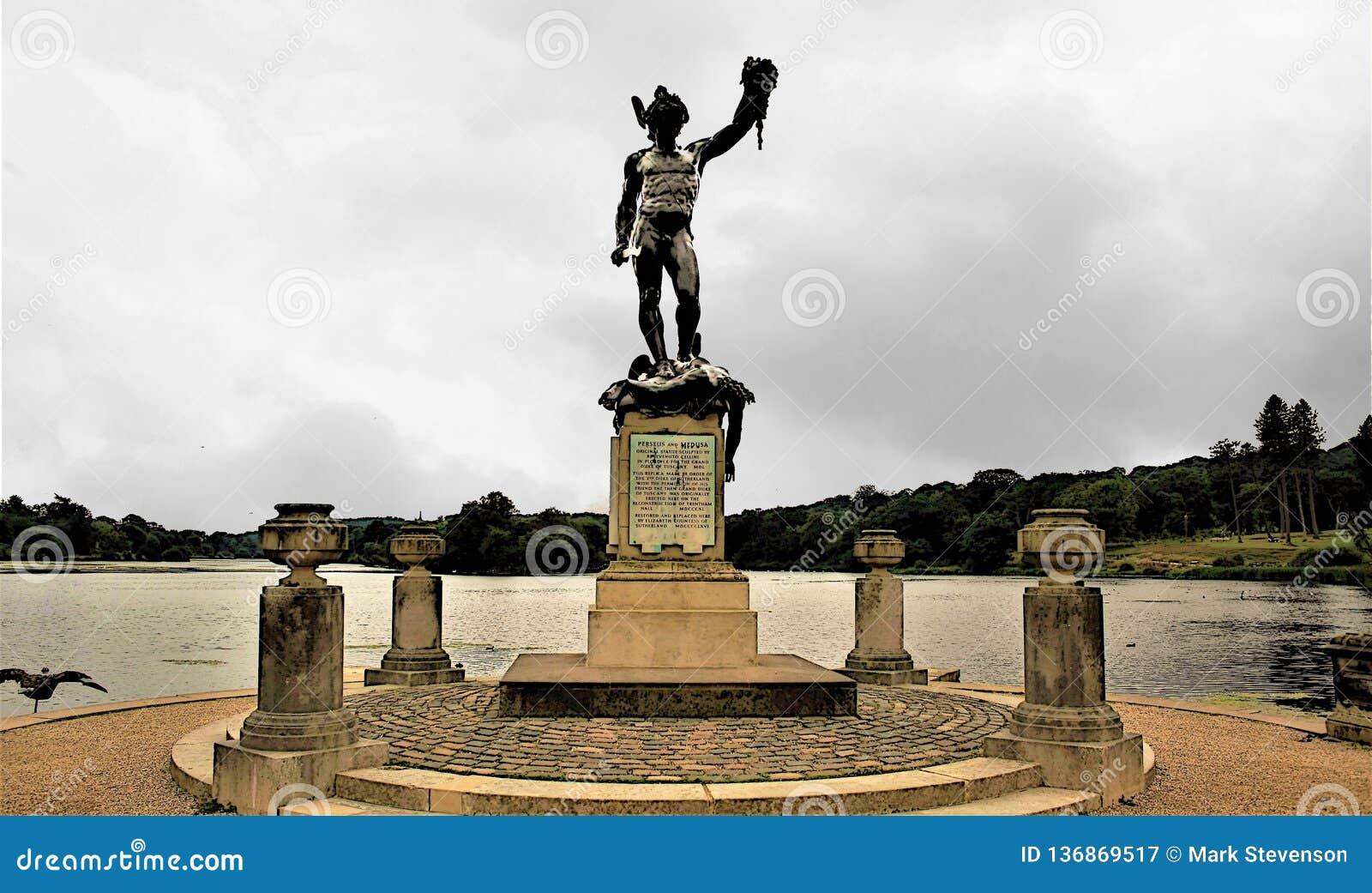 Statuue van Perseus en Kwal, Trentham-Tuinen, op:stoken-op-Trent