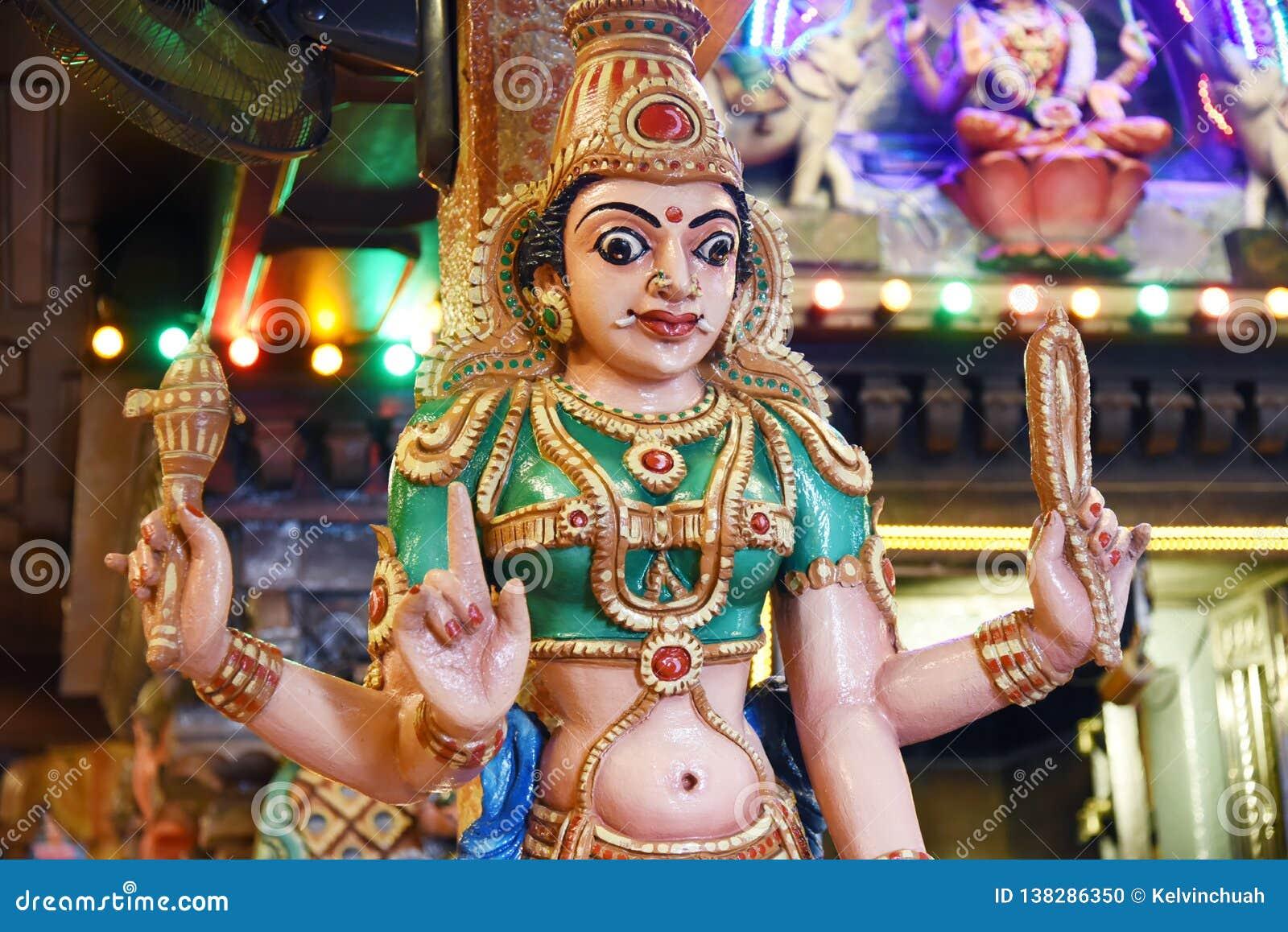 Statuy Hinduscy bóg