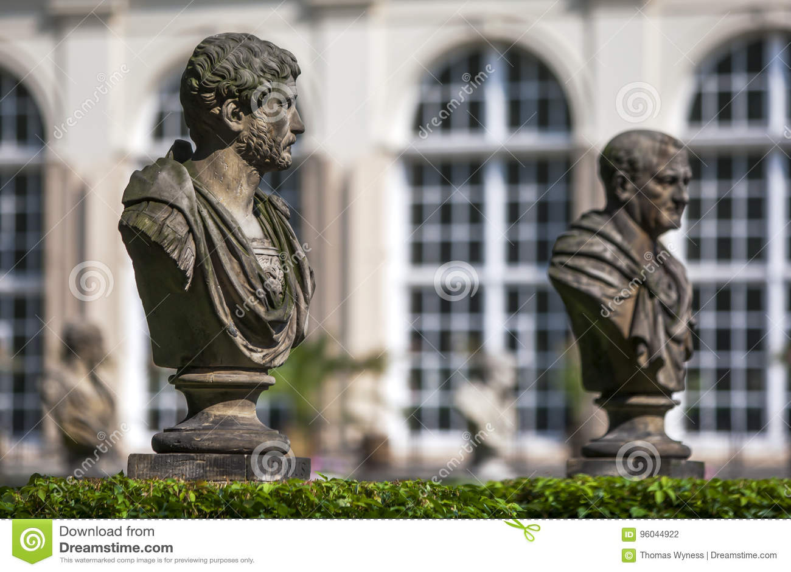Statuy Przed Starą Oranżerią W Lazienki Parku W Warszawa W Polska
