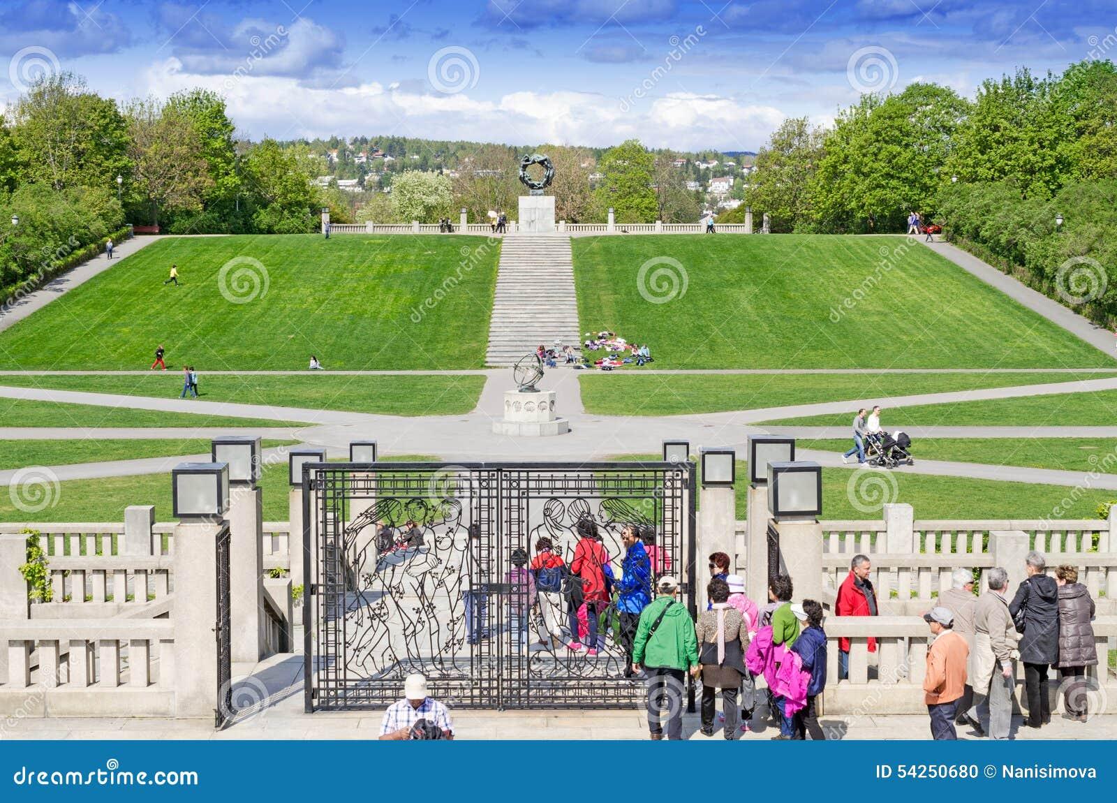 Statuy w Vigeland parku w Oslo bramie