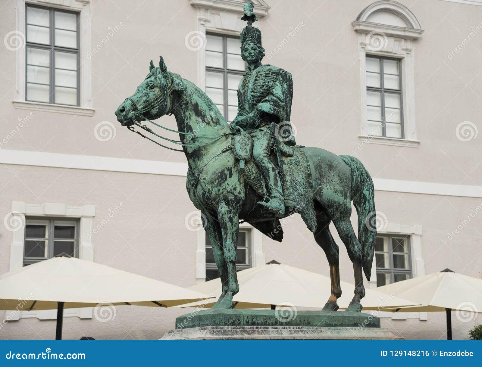 Staty av Andras Hadik - - Budapest - Ungern