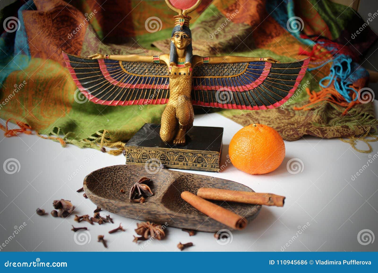 Staty av den egyptiska gudinnan Eset