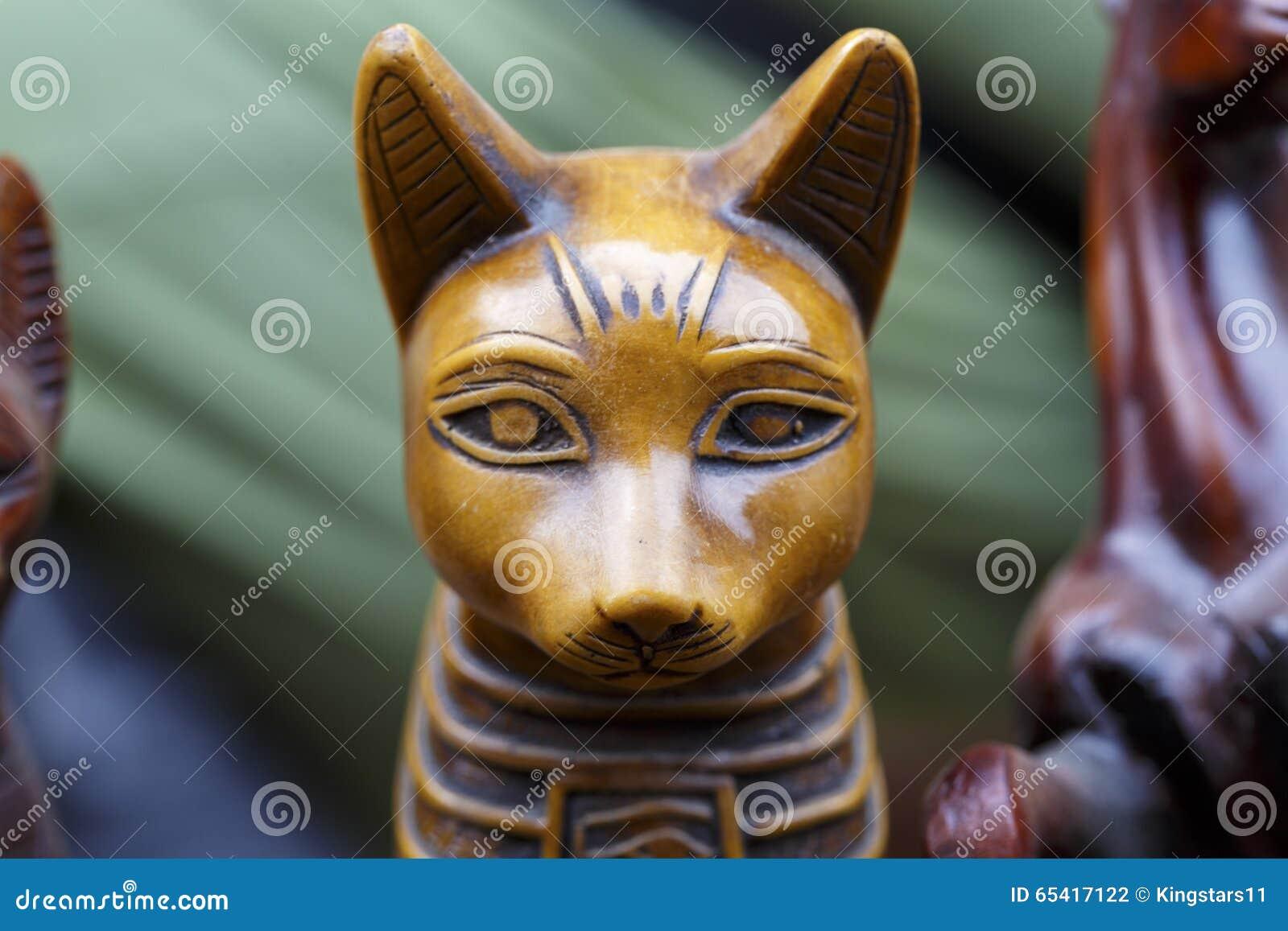 Staty av den egyptiska gudkatten