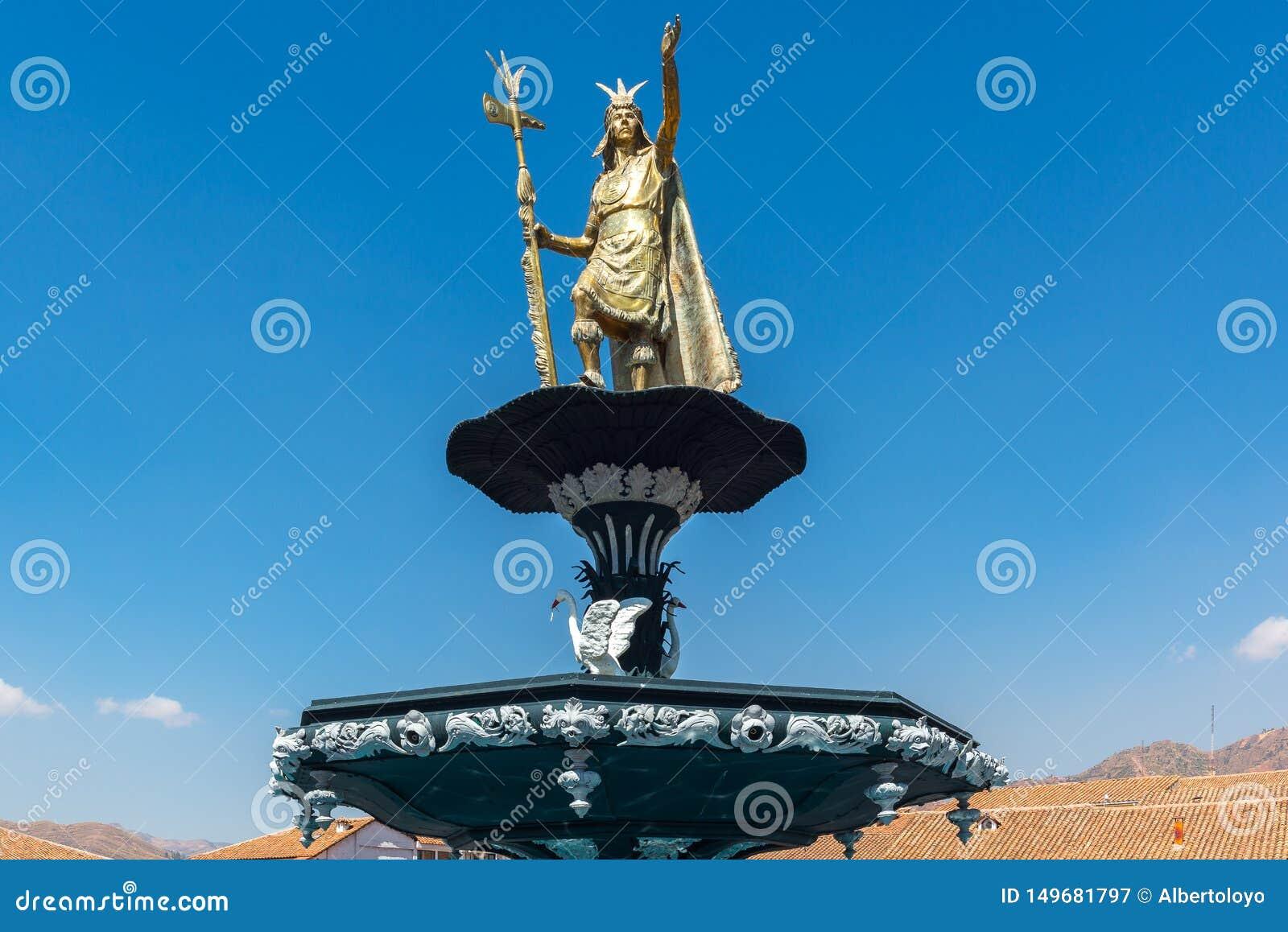 Staty av Inca Pachacutec på springbrunnen av Plaza de Armas, Cuzco, Peru