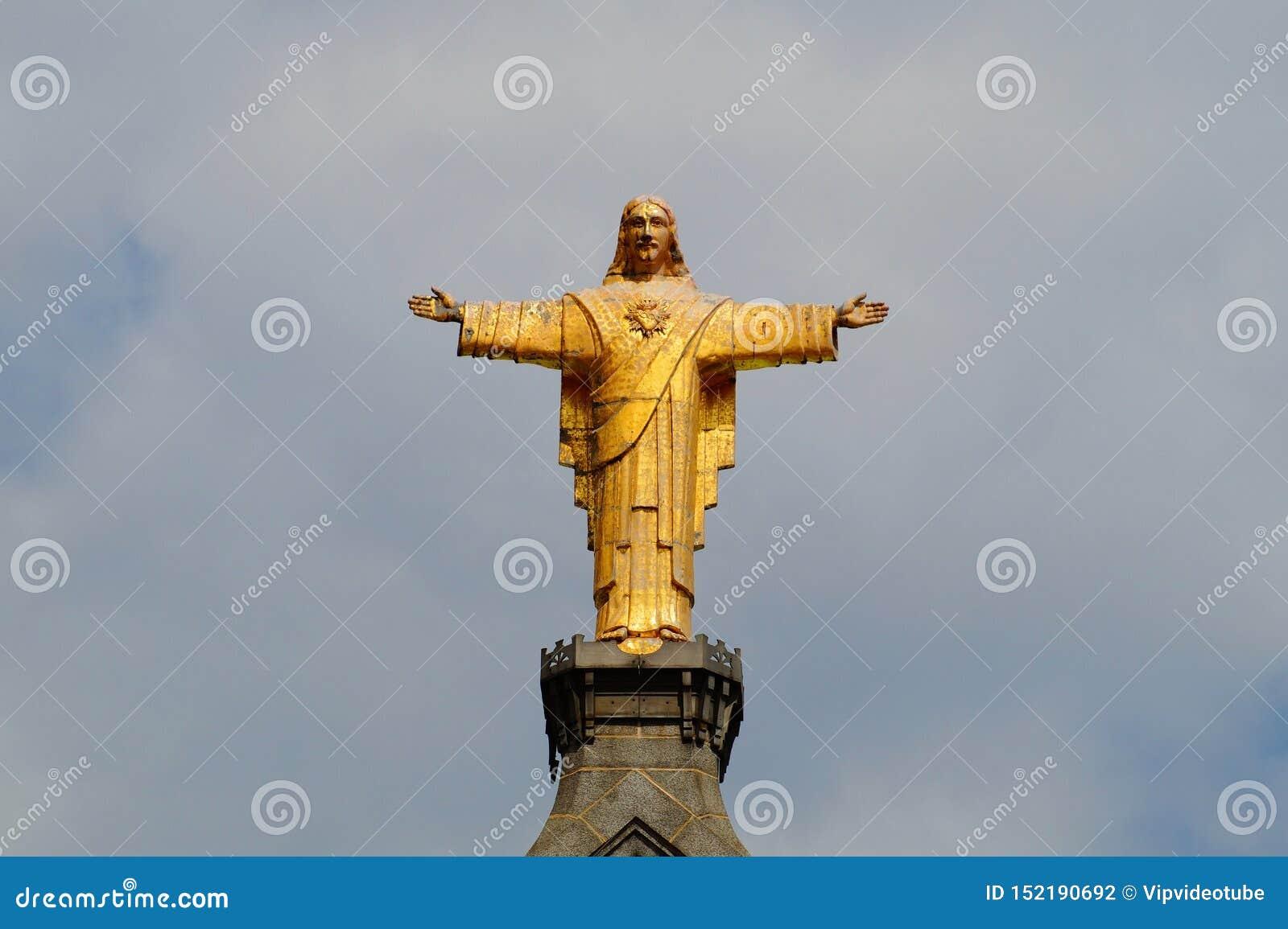 Staty av Jesus Christ på kyrkan