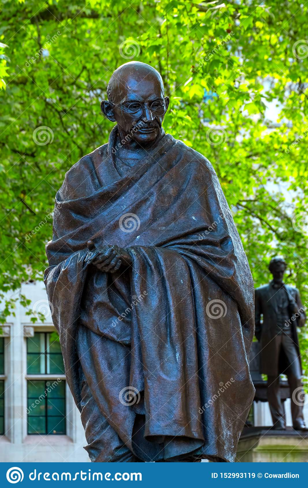 Staty av Mahatma Gandhi på Parliament Square i London, UK