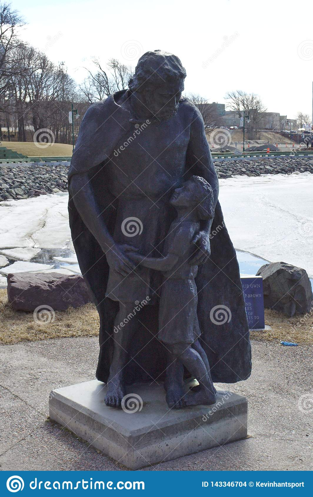 Staty av mannen & flickan