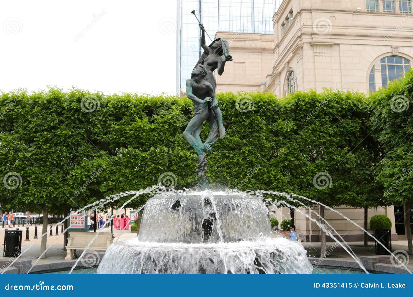 Staty- och vattenspringbrunn på den Schermerhorn symfonimitten Nashville