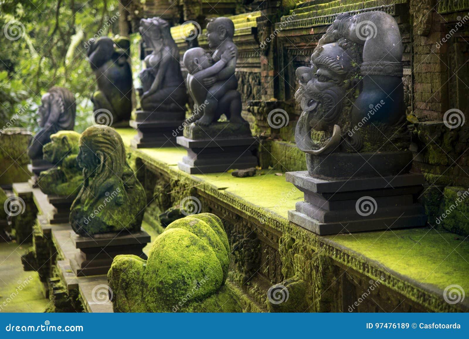 Statyer på apaskogen