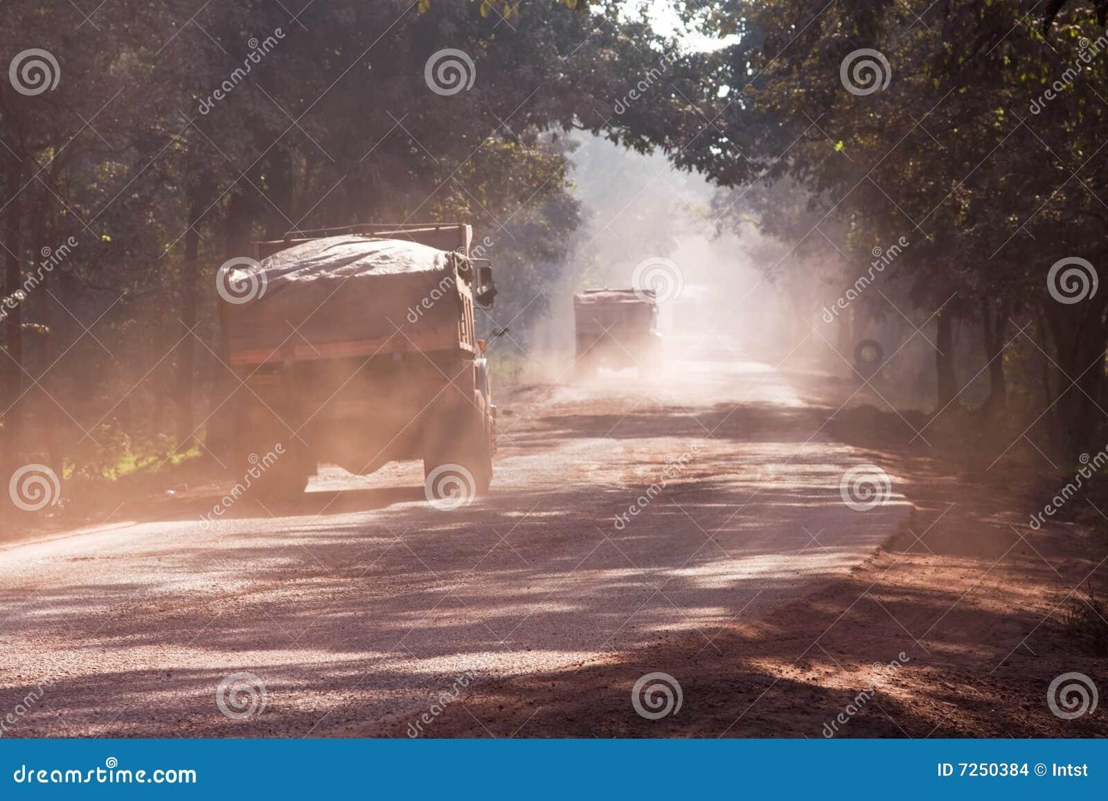 Staub auf Straße in Indien
