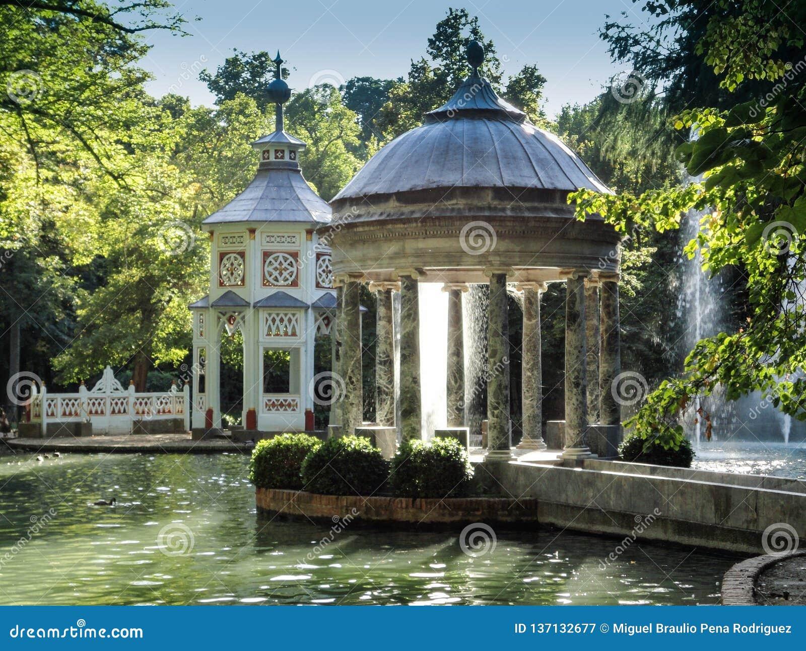 Staw Chinescos, to Aranjuez, Madryt ty znajdujesz w środkowej strefie ogródy książe