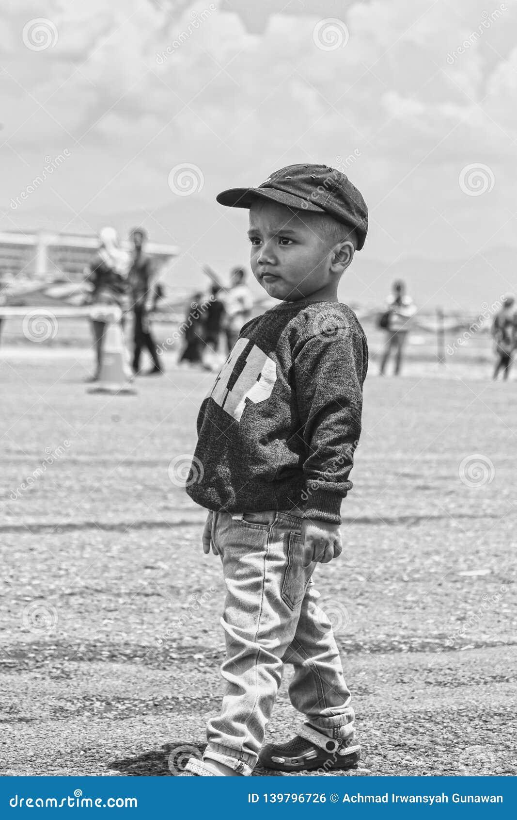 Stawia czoło ale śliczny chłopiec stać wysoki, Bandung pokaz lotniczy 2017