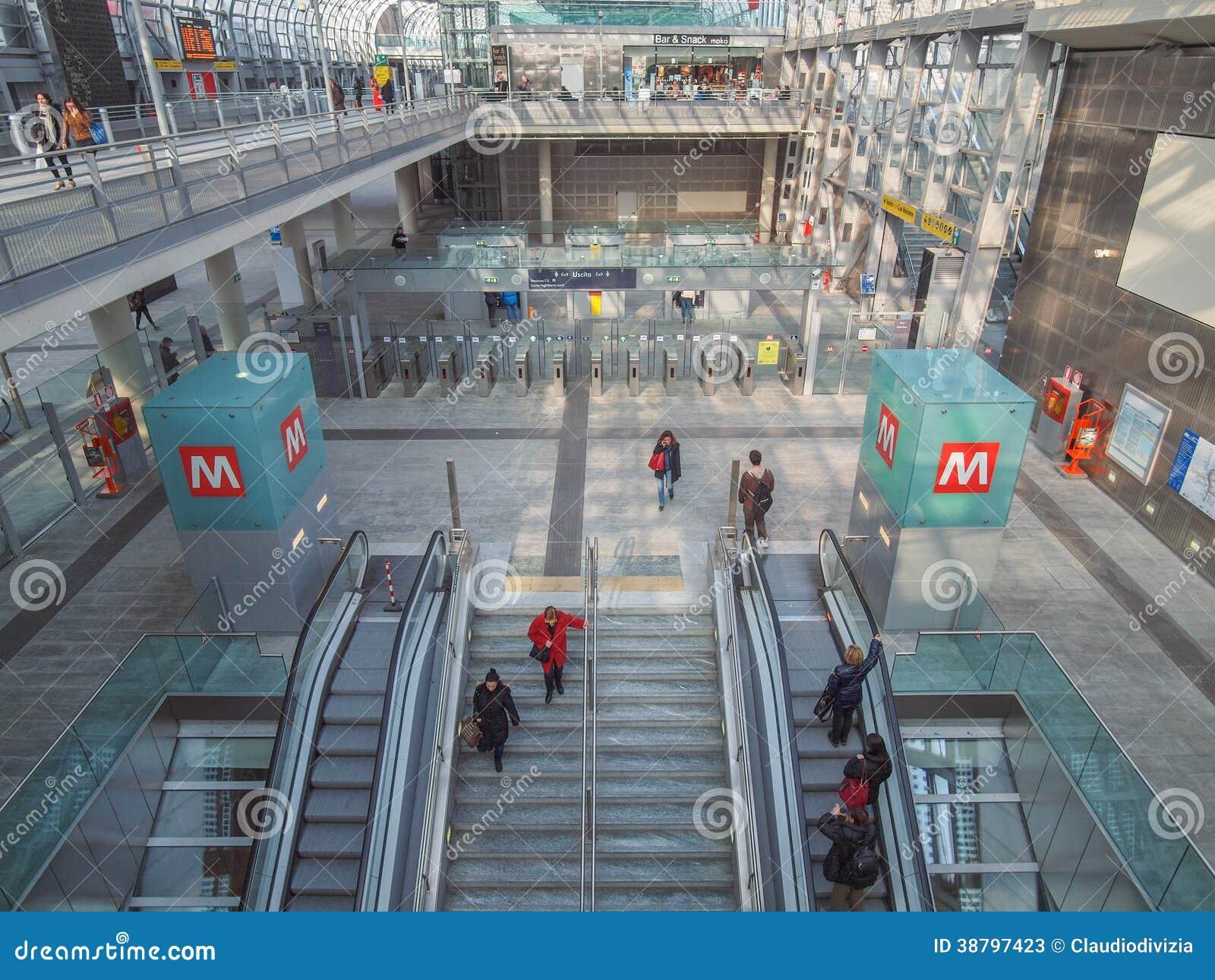 Stazione di torino porta susa fotografia stock editoriale - Porta susa stazione ...