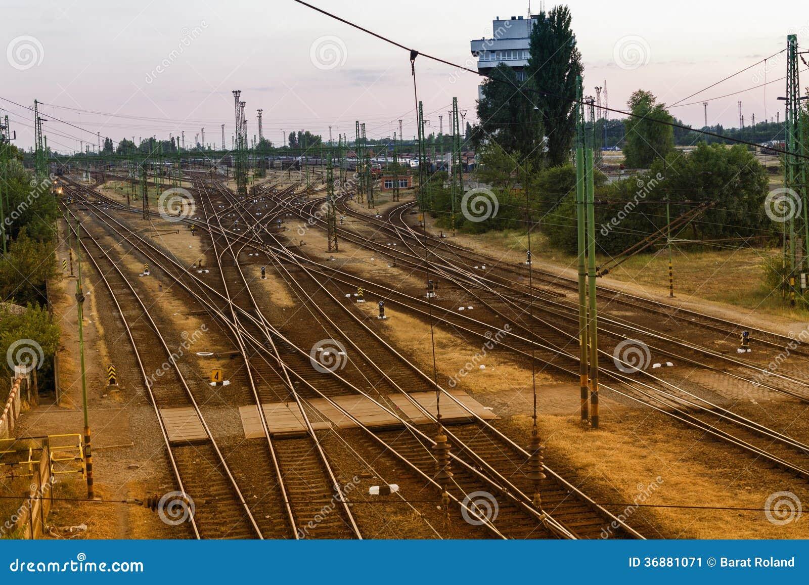 Download Stazione ferroviaria immagine stock. Immagine di sera - 36881071