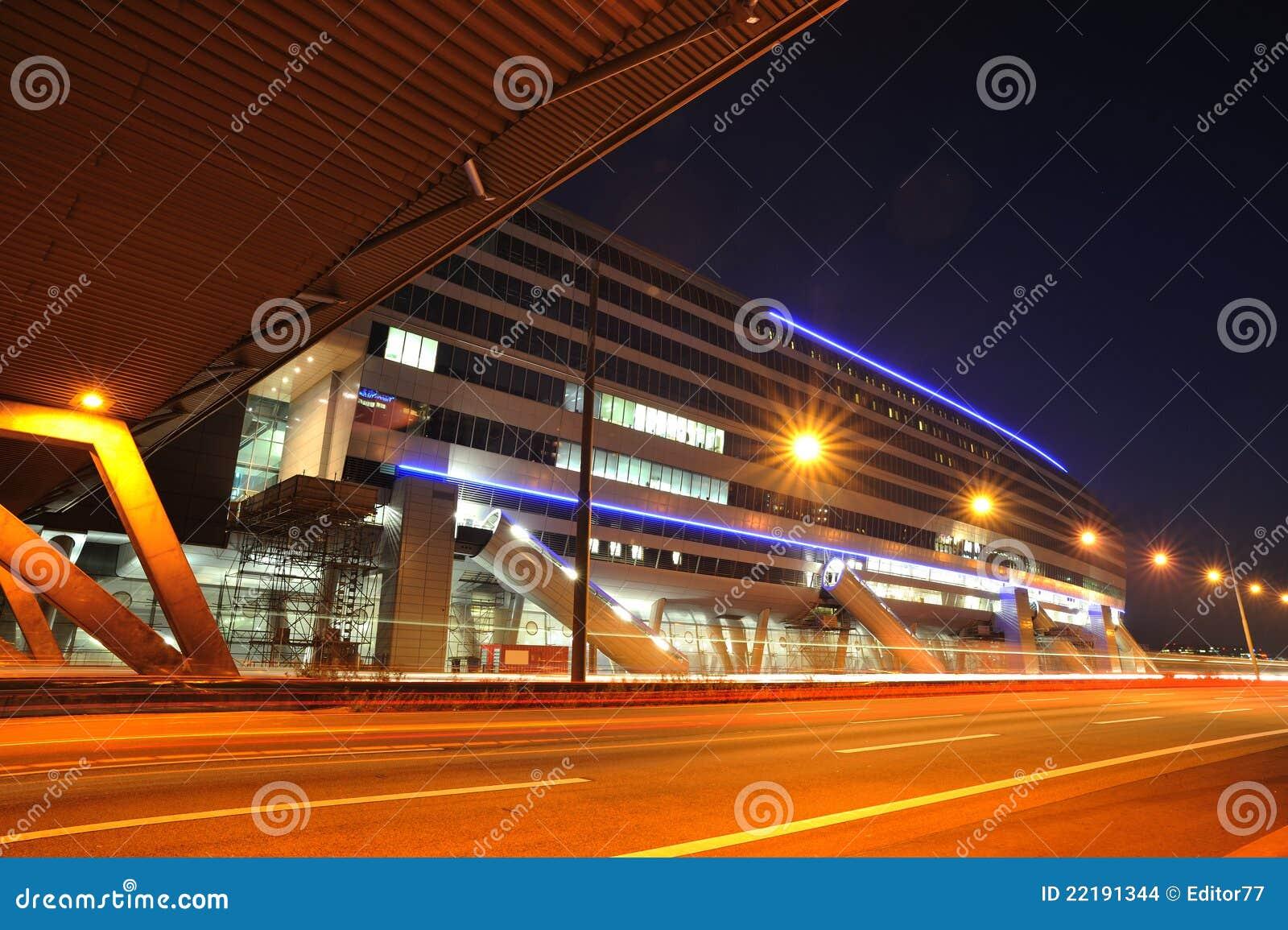 Aeroporto Germania : Stazione ferroviaria moderna vicino all aeroporto di