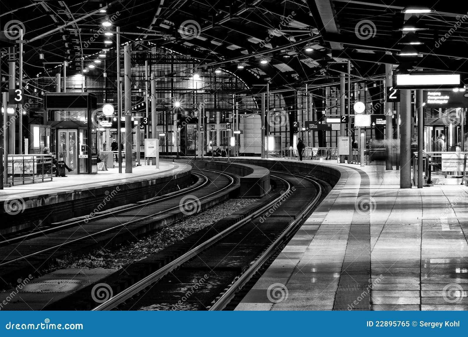 Stazione friedrichstrasse in bianco e nero immagine for Software free progettazione interni