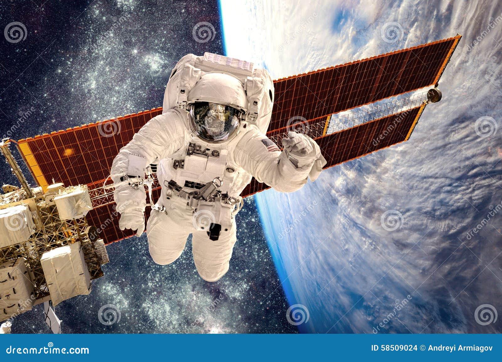 Stazione Spaziale Internazionale ed astronauta