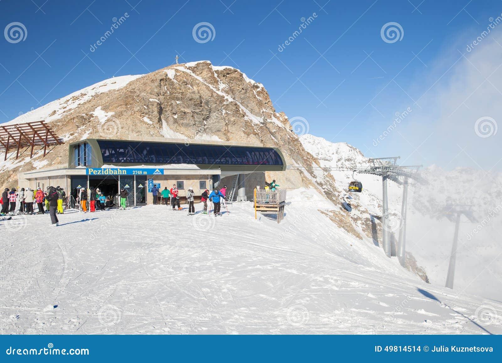 Stazione superiore della cabina di funivia di pezidbahn for Animali domestici della cabina di nashville