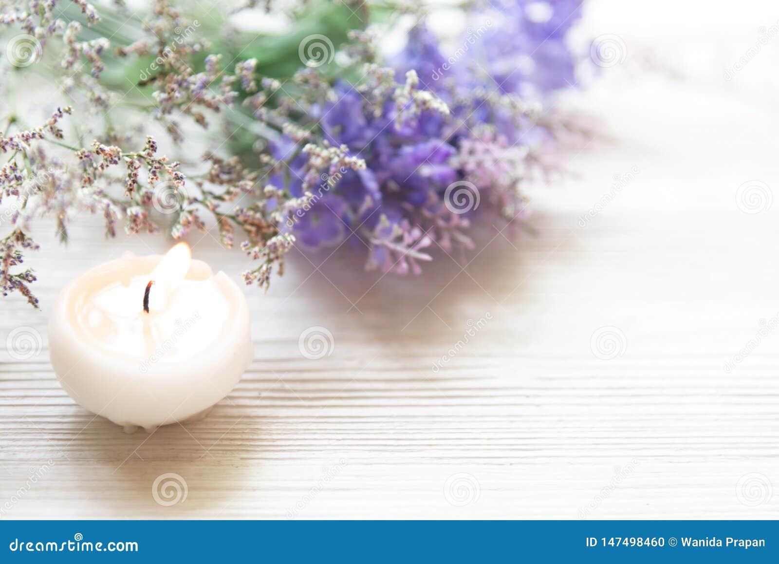 Stazione termale di aromaterapia della lavanda con la candela La stazione termale tailandese si rilassa i trattamenti e massaggia