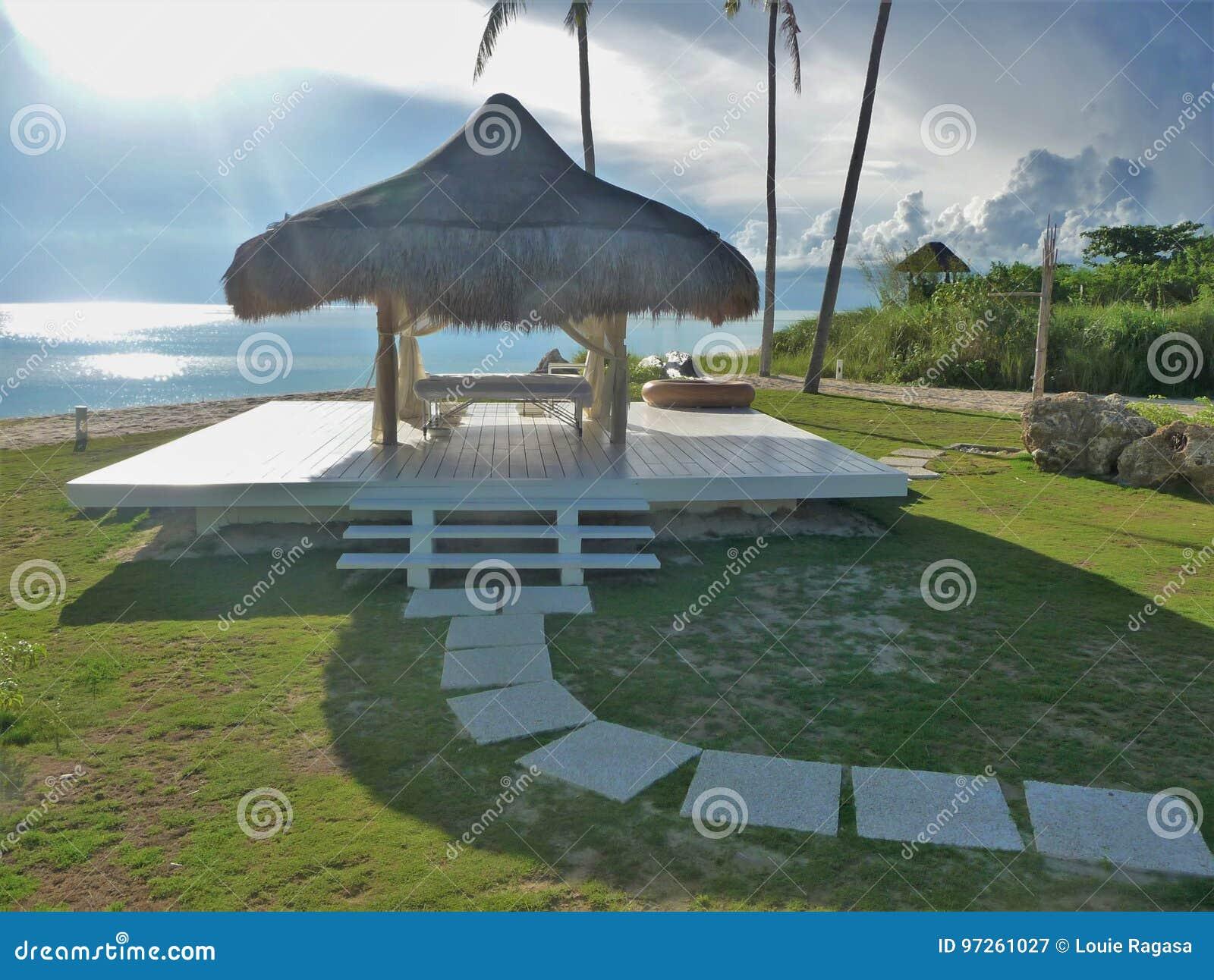 Stazione termale tropicale dal mare