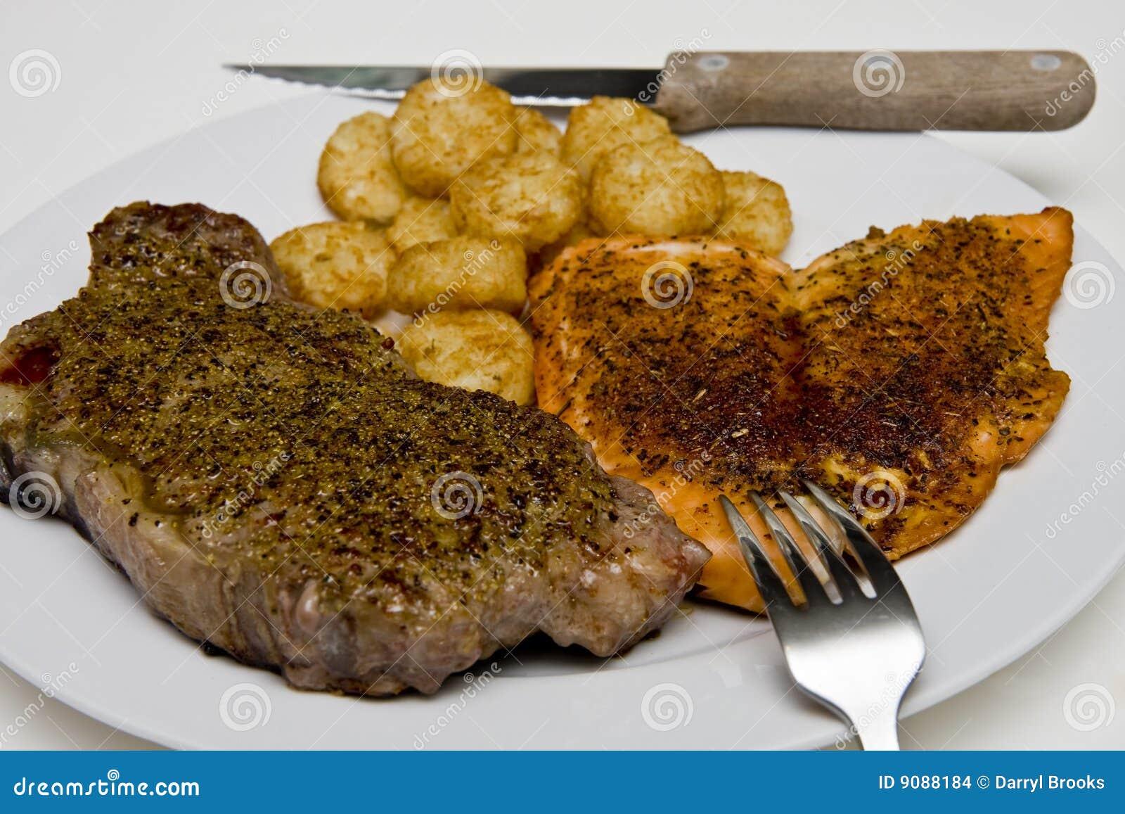 Steak-Lachse und Kartoffeln