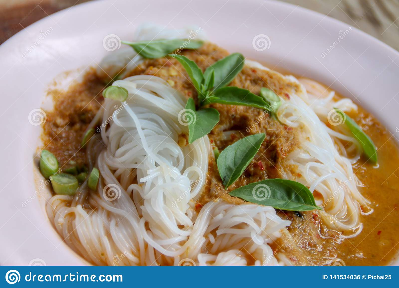 Steam thai rice vermicelli with red curry and vetgetable