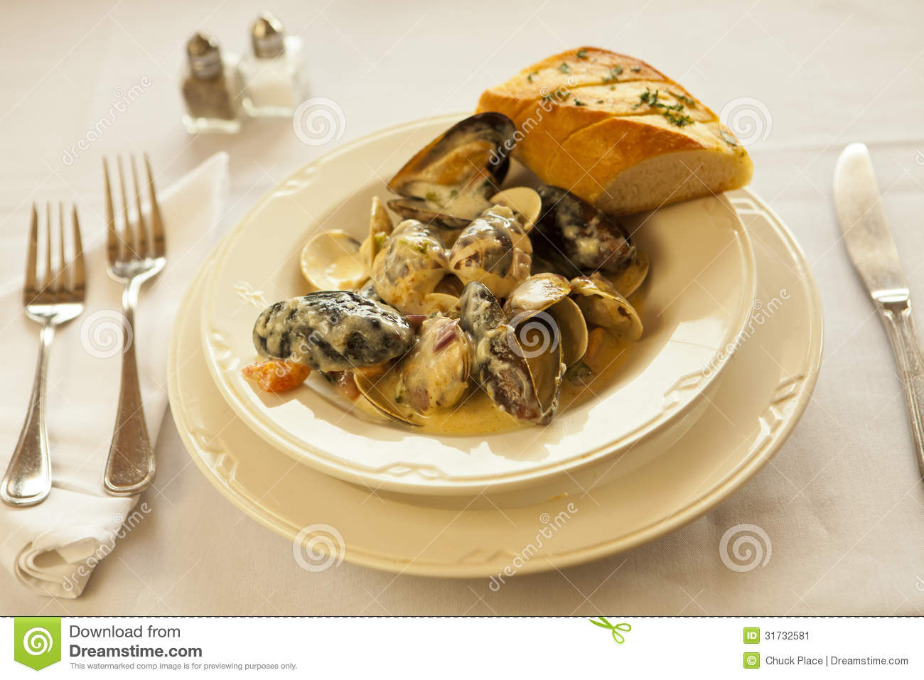 Steamed Mussels And Clams In Garlic Cream Sauce Stock Image - Image ...
