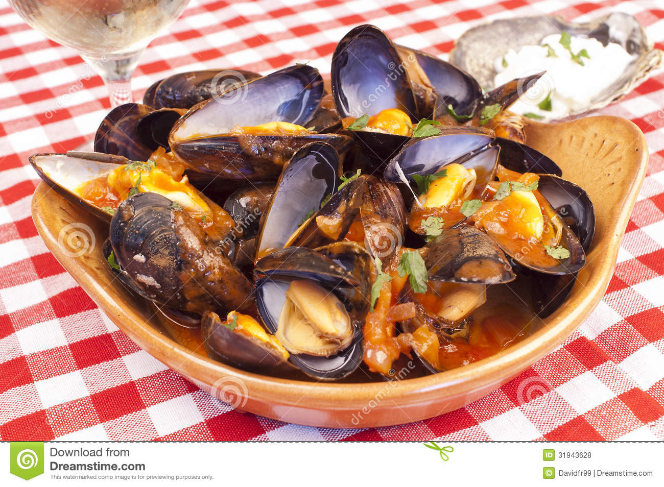 Spaghetti With Mussels And Red Wine Marinara Sauce Recipes ...