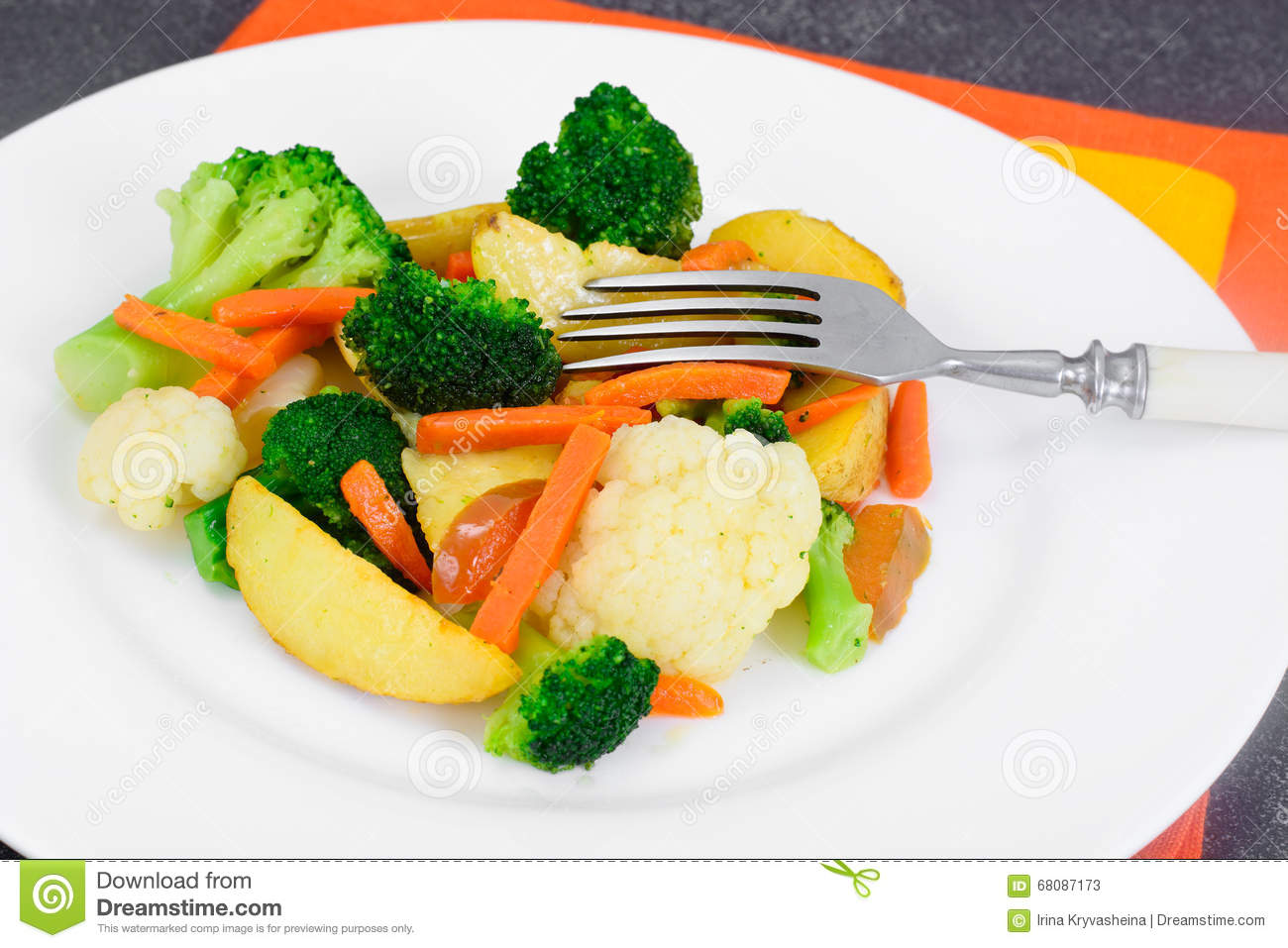 Steamed Vegetables Potatoes Carrots Cauliflower Broccoli Stock Image Image Of Beef Food 68087173