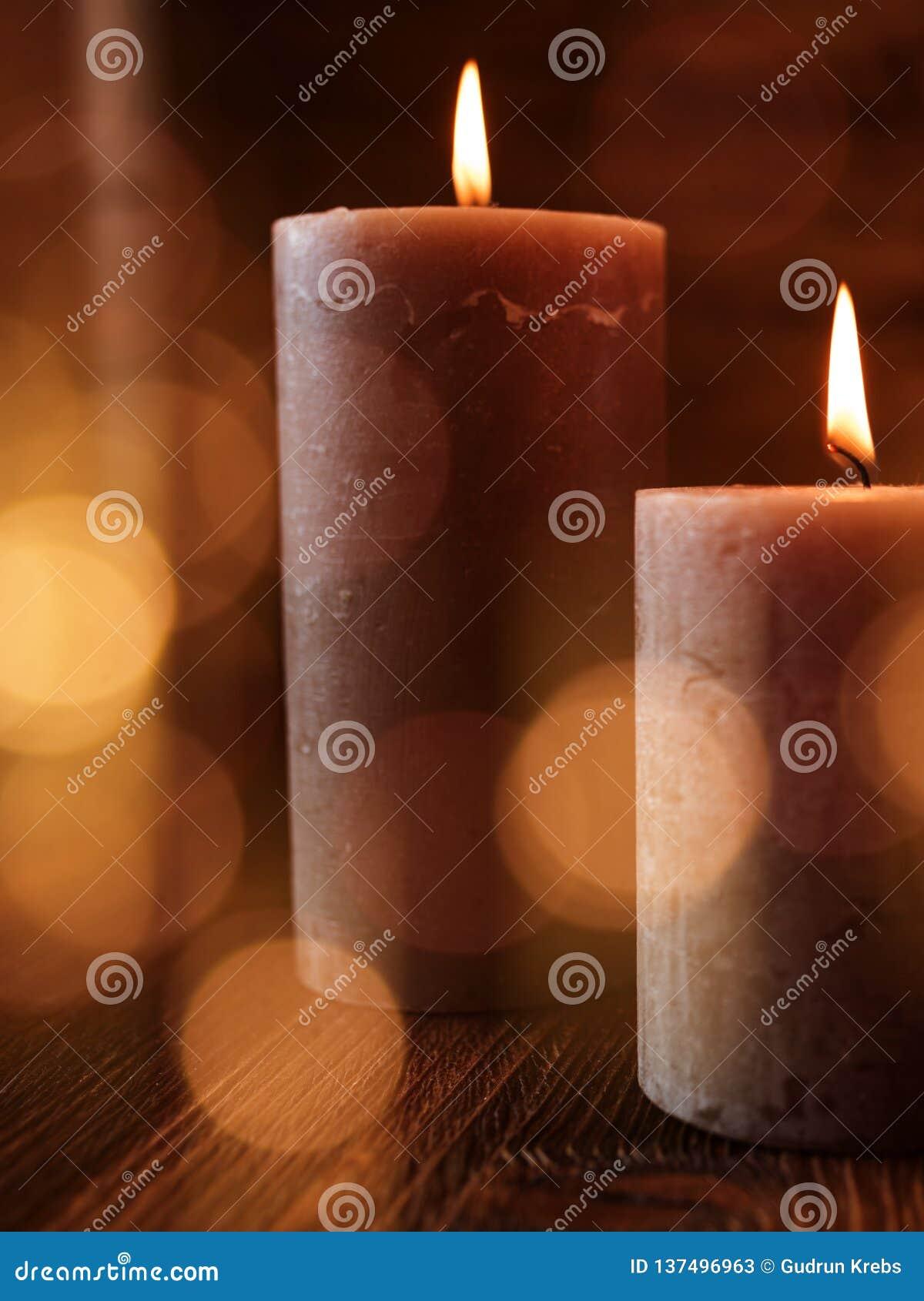 Stearinljus med festliga ljusa effekter