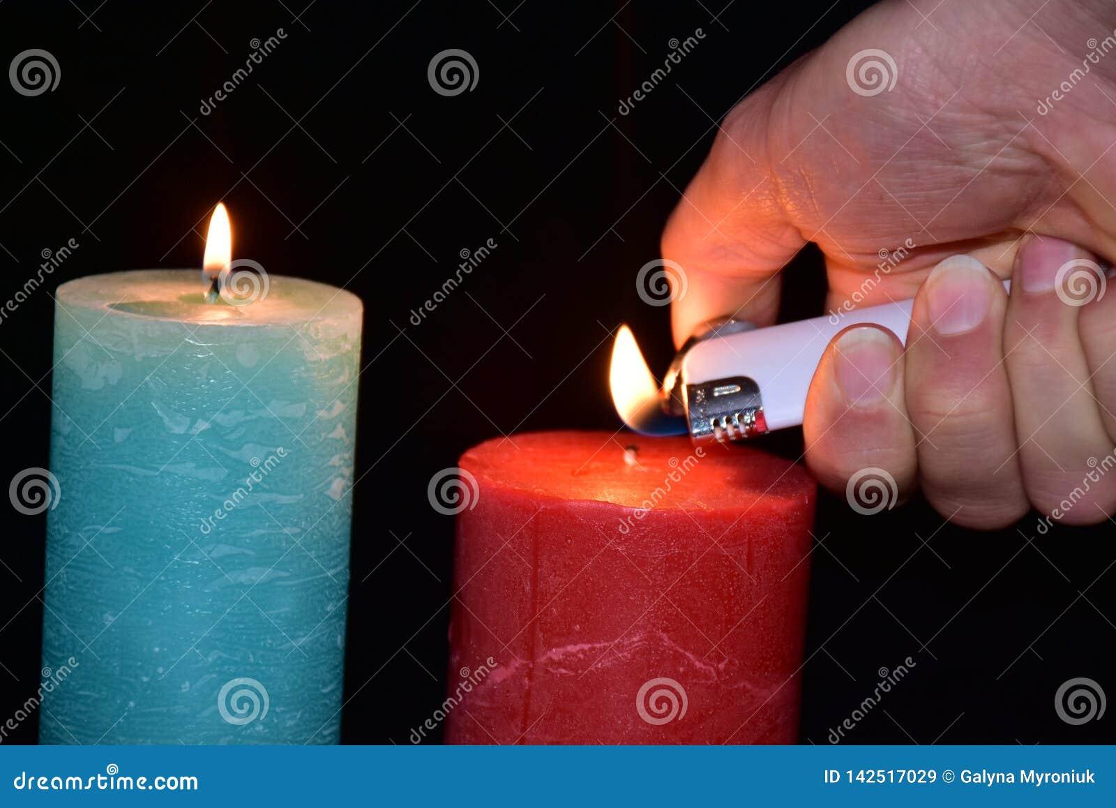 Stearinljus och tändare,