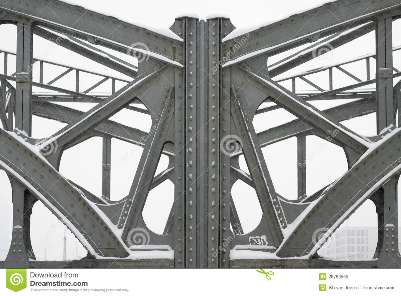 Steel girders on a metal truss bridge stock image image - Vigas de acero ...