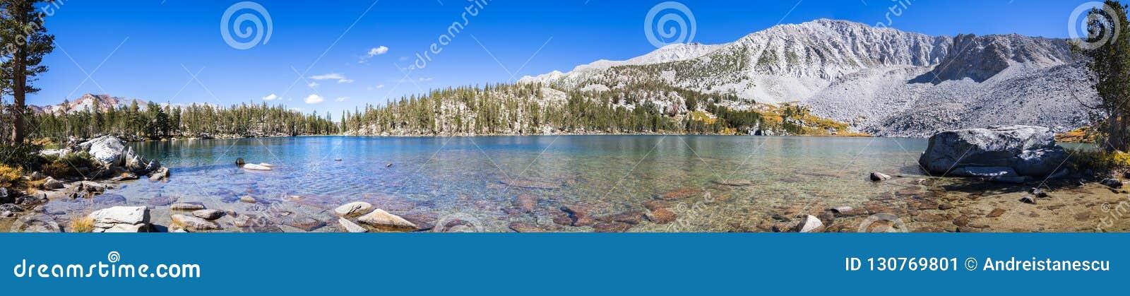 Steelhead湖,东部山脉全景