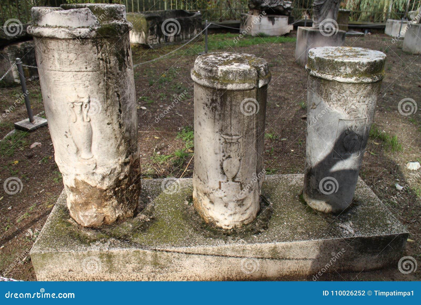 Steenachtige artefacten in Oud Agora van Athene