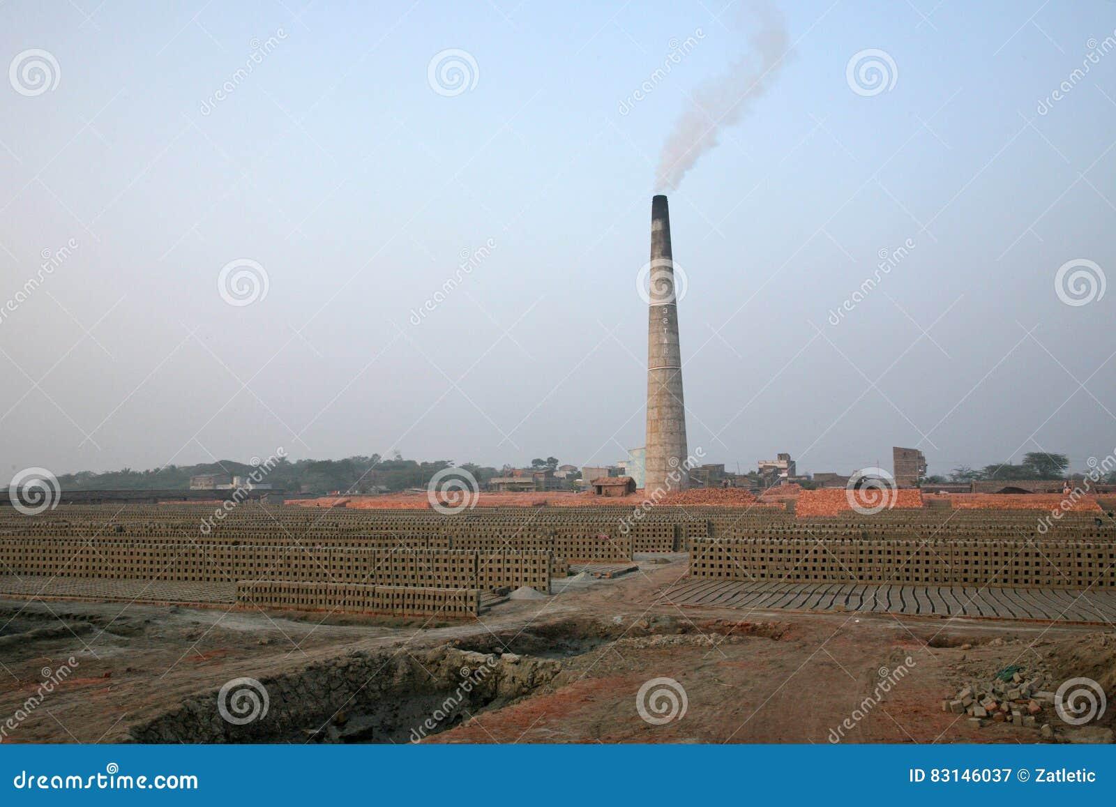 Steenbakkerij in Sarberia, West-Bengalen, India