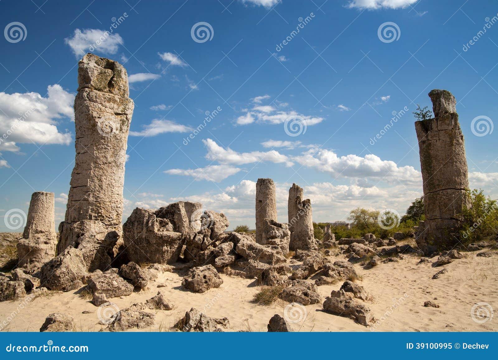 Steenbos dichtbij Varna, Bulgarije, rotsfenomeen