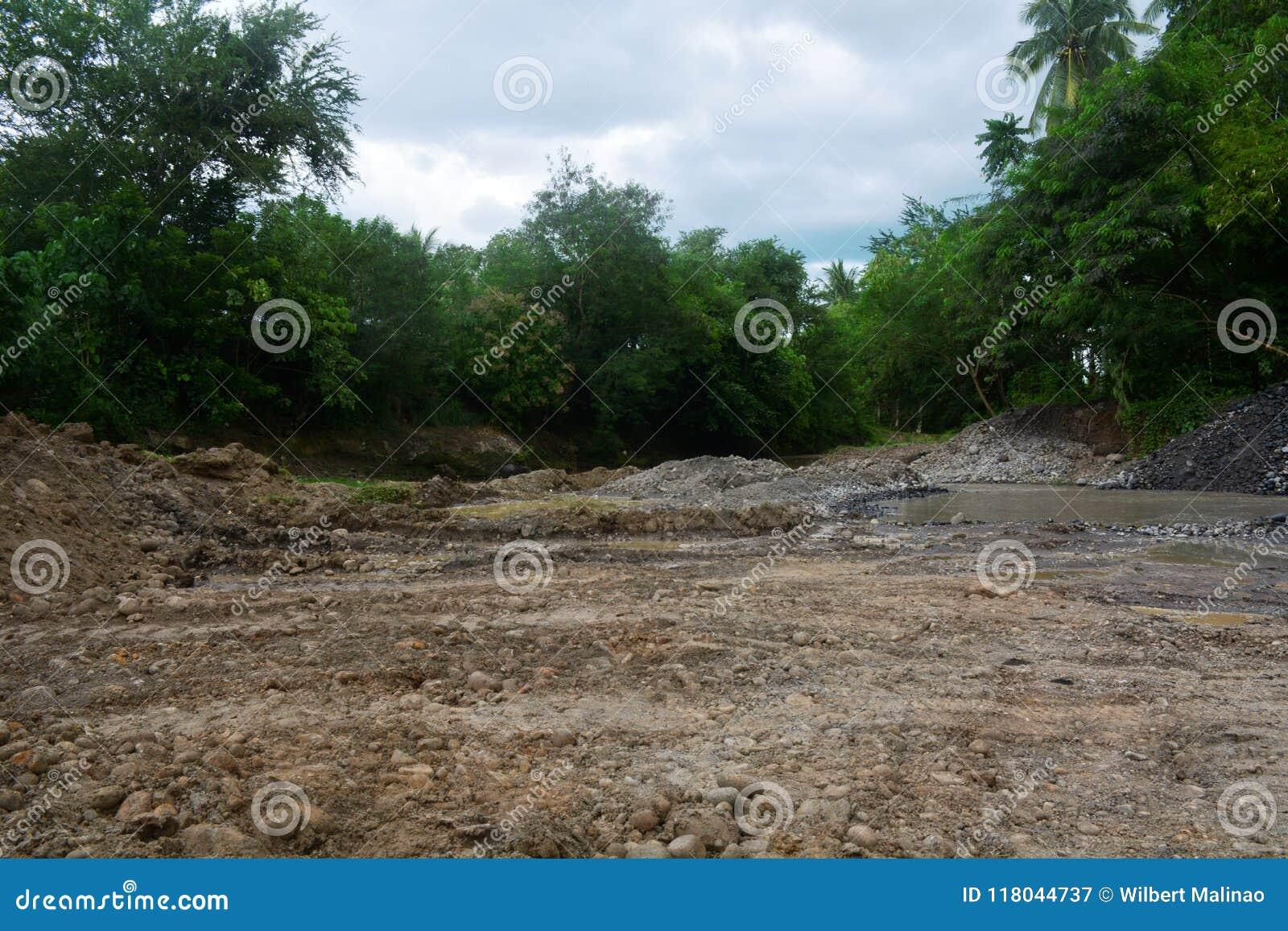 Steengroevegebied in Bulatukan-rivier, Nieuwe Clarin, Bansalan, Davao del Sur, Filippijnen
