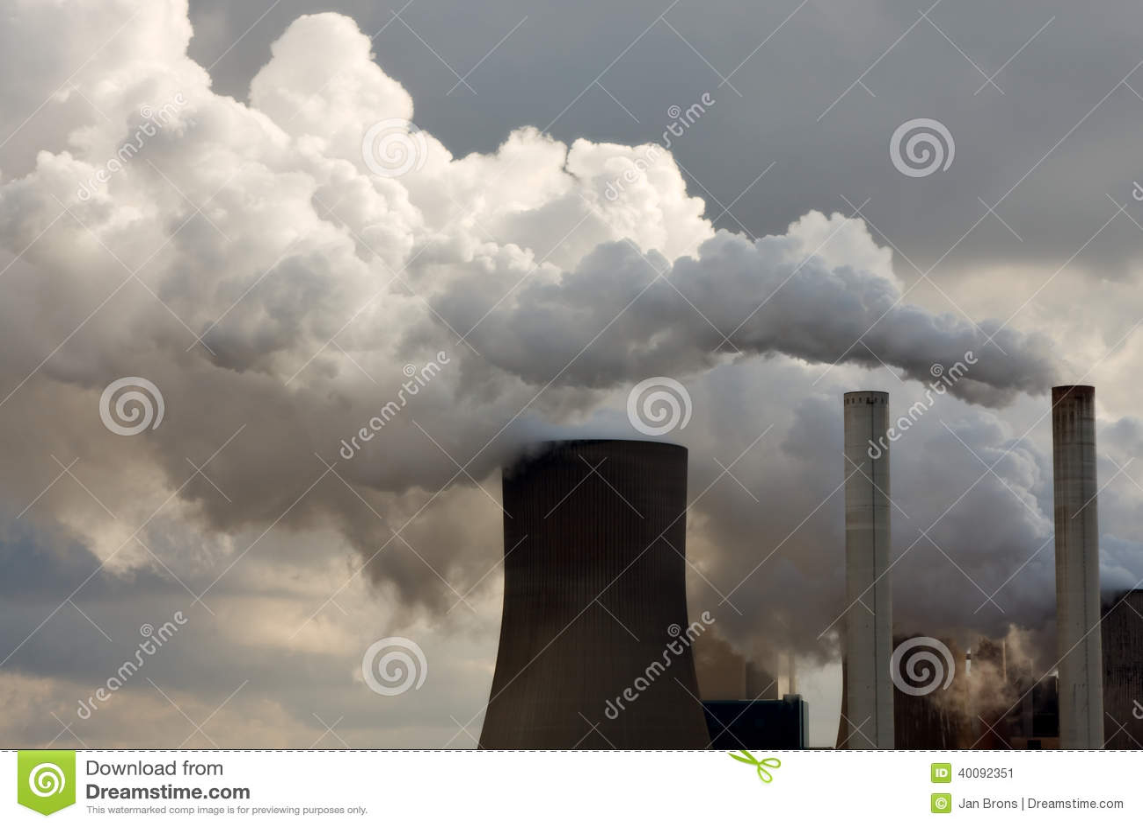 Steenkoolkrachtcentrale die weg vernietigen