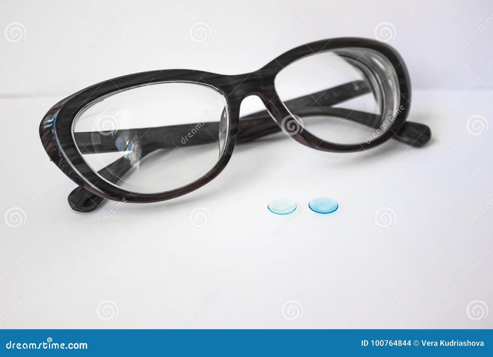 Steife Kontaktlinsen und Gläser