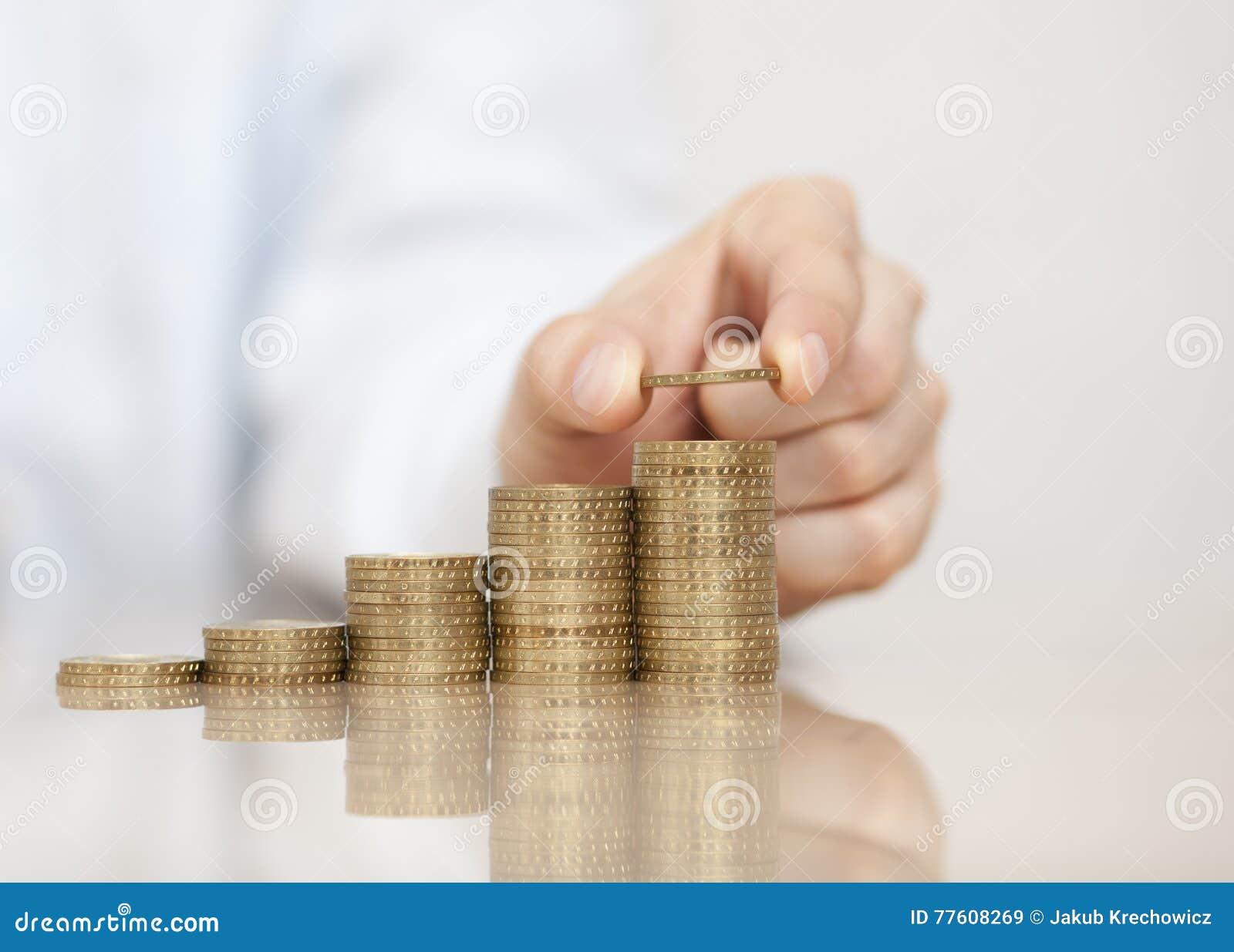 Steigender Stapel Münzen