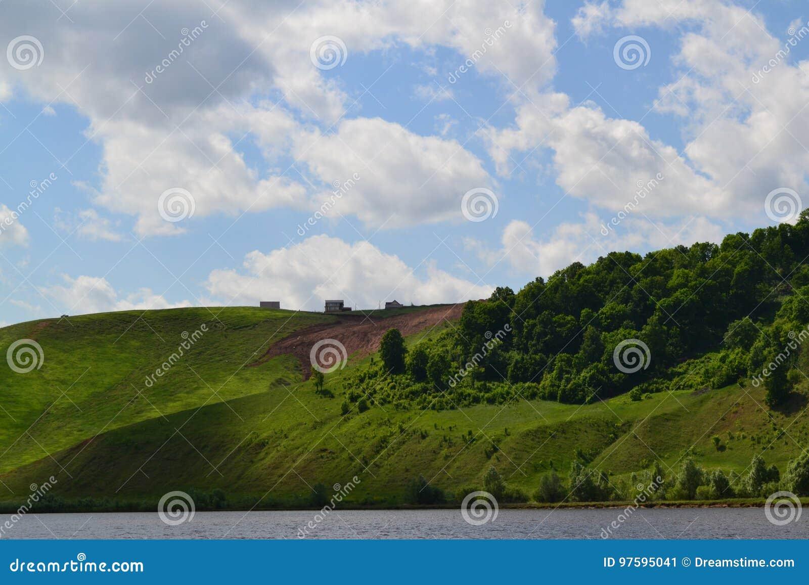 Steile Bank des Flusses