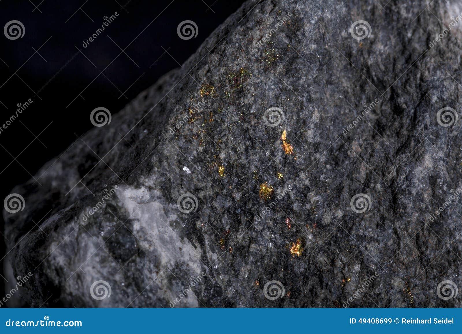 Download Stein mit Goldader stockbild. Bild von gold, quarz, metall - 49408699