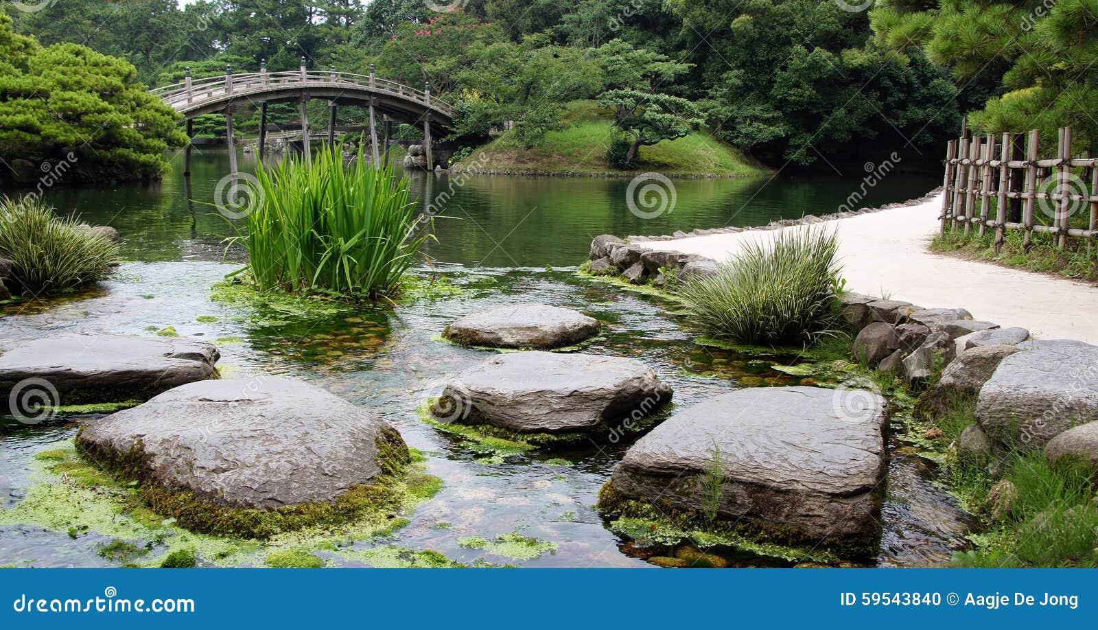 steine im teich von ritsurin koen garden takamatsu japan. Black Bedroom Furniture Sets. Home Design Ideas
