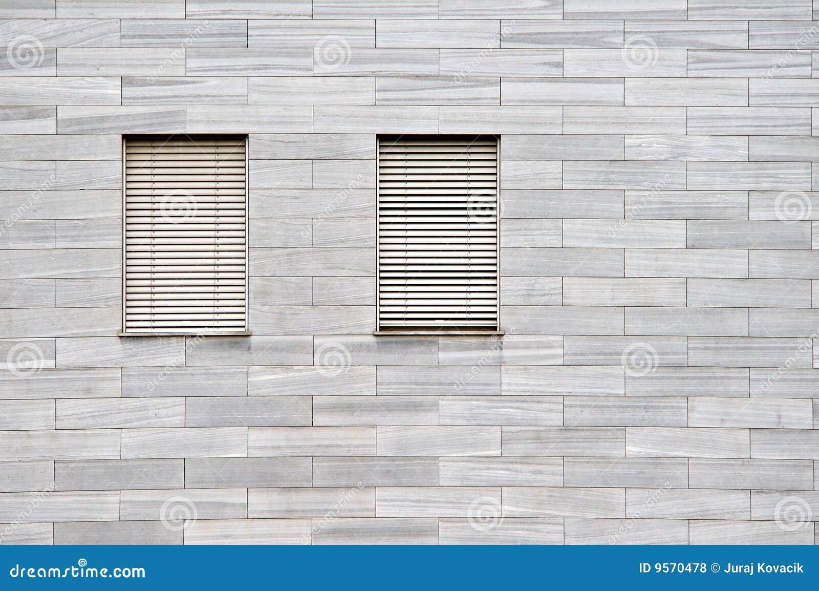 steinfassade mit fenstern stockfoto bild von struktur. Black Bedroom Furniture Sets. Home Design Ideas