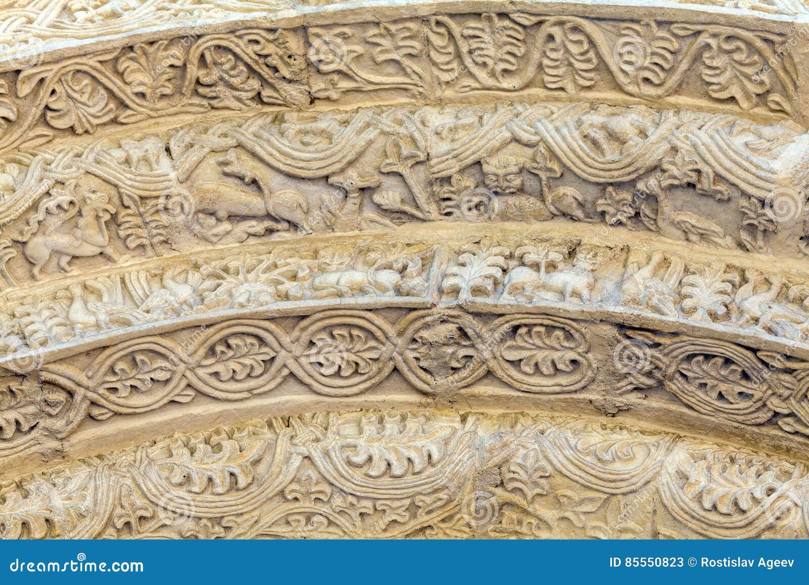 Steinschnitzen des Eingangs zu Heiliges Demetrius-Kathedrale, Vlad