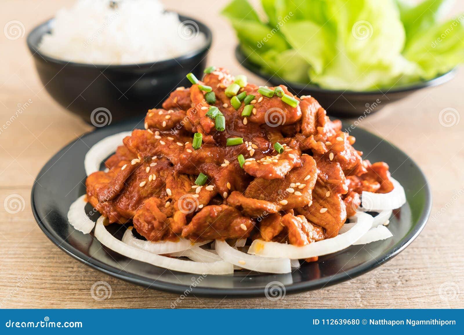 Stekt griskött med kryddig koreansk sås (bulgogien)