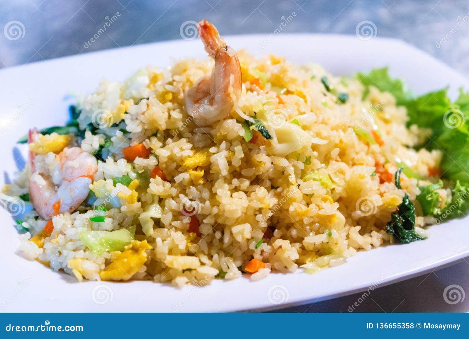 Stekt ris med räka och vegetabal