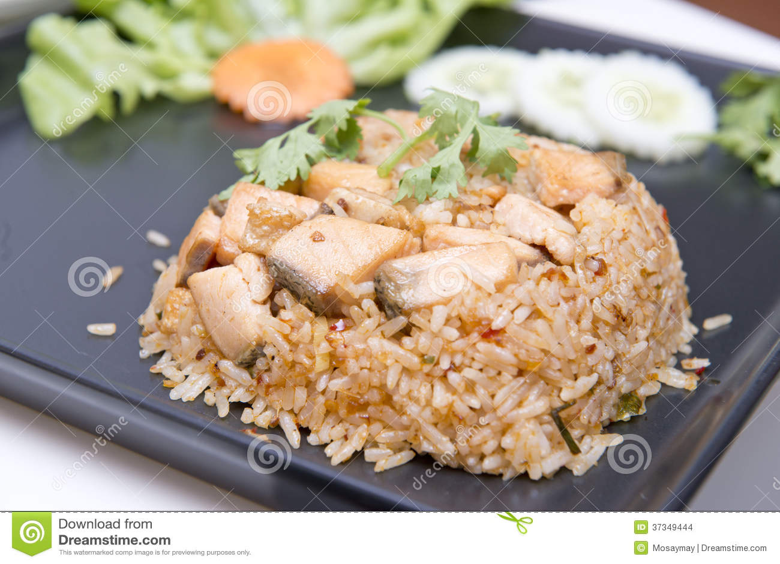 Stekt risvitlök med steklaxen
